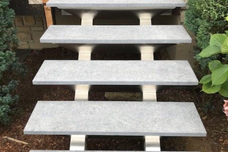 Escalier double limon central et pierre 1