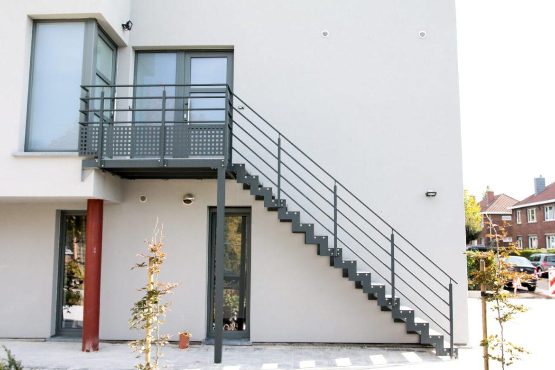 Escalier et terrasse extérieur 1
