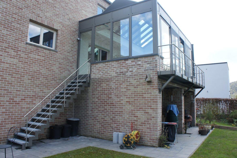 Escalier et terrasse extérieur