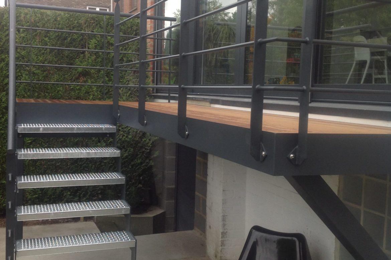 Escalier et terrasse extérieur 2