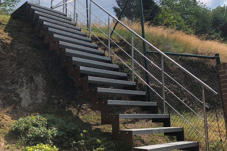 Escalier extérieur en crémaillère 1