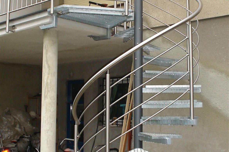 Escalier hélicoidal extérieur en acier et galva 1
