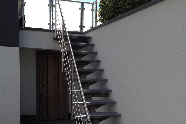 Escalier limon central et pierre 1_front