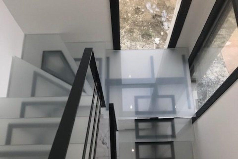 Escalier limon central et verre 3