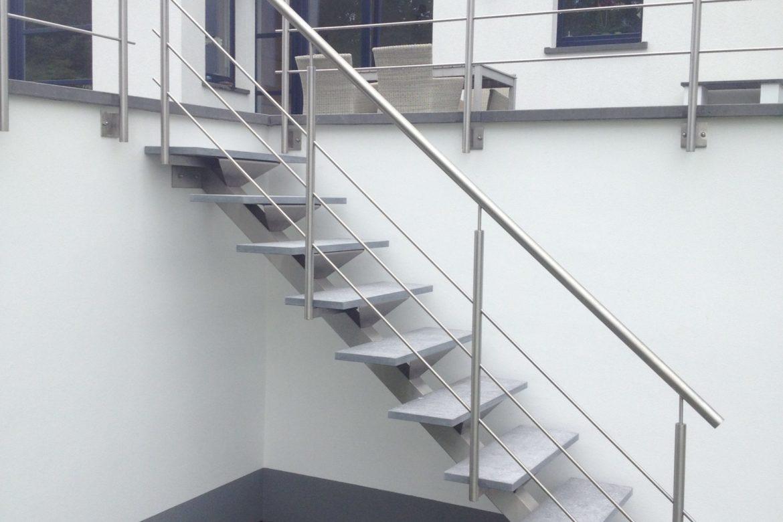 Escalier lmimon central et pierre 2
